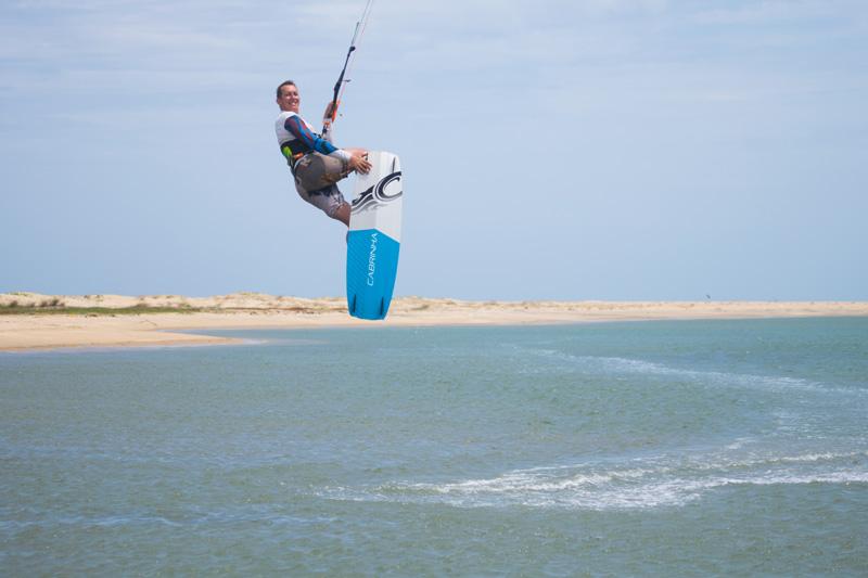 kitesurfing in kalpitiya. High jump